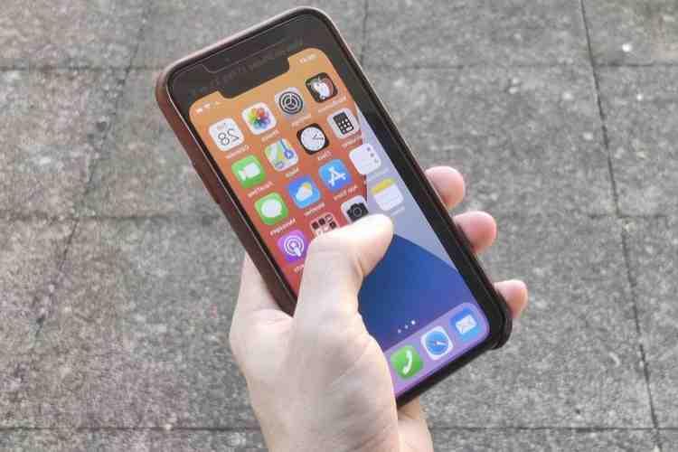 Comparaison des tailles de l'iPhone 8 plus et de l'iPhone 12