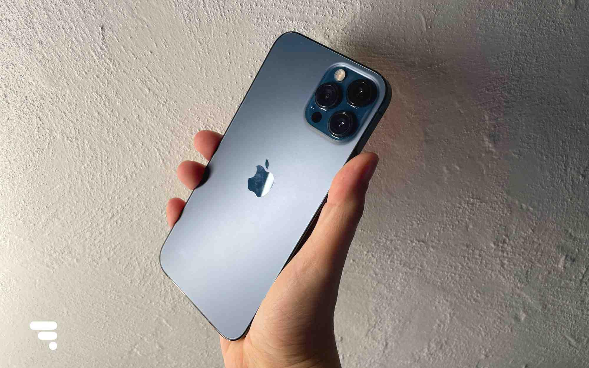 Iphone 12 pro max puis-je utiliser l'ancien chargeur ?