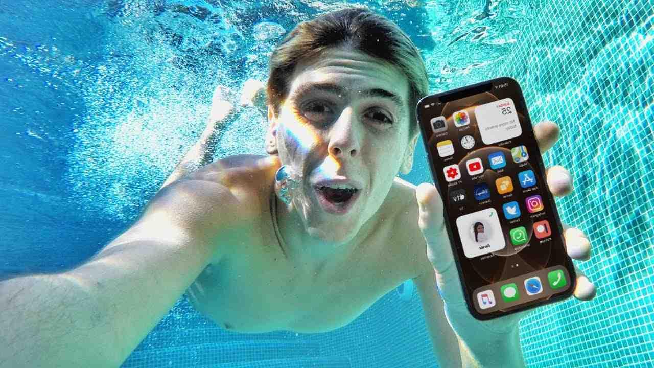 Iphone 12 pro max waterproof