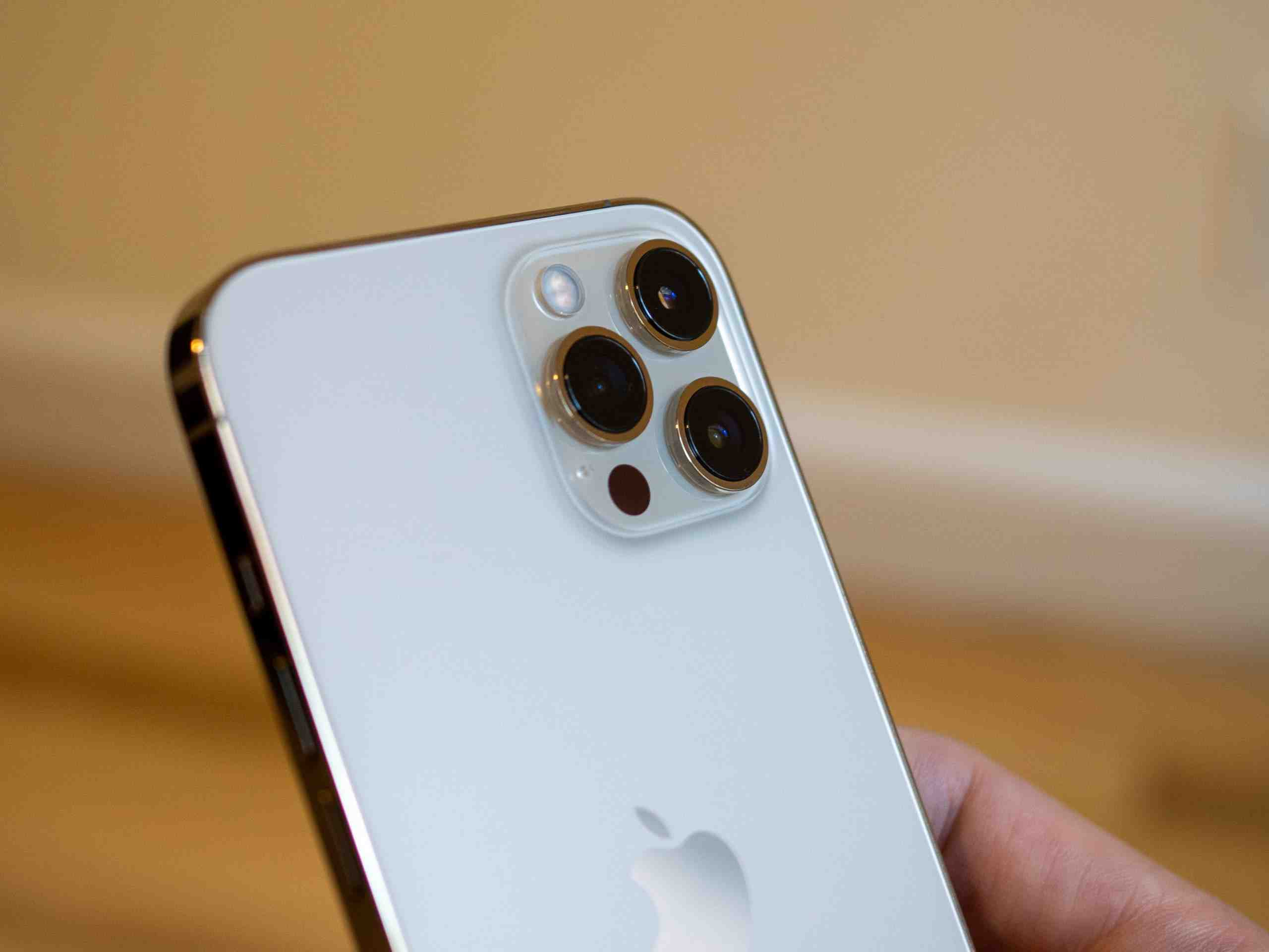 Pourquoi l'iphone 12 pro max est si lourd